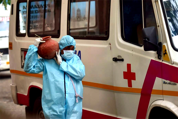 India Corona Pandemic and Death Bodies