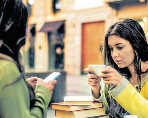 Excessive use of smartphones can be detrimental to mental health, experts say