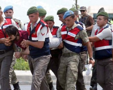 Fresh wave of arrests in Turkey, 214 more soldiers arrested